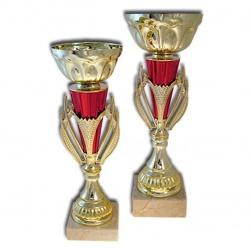Наградной кубок с металлической чашей золотого цвета
