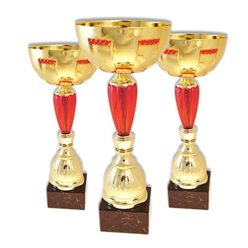 кубок с металлической чашей золото с красным цветом