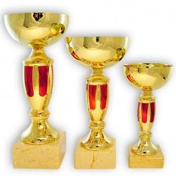 золотой кубок с глянцевой металлической чашей