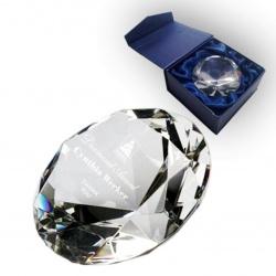 Награда из стекла в виде алмаза