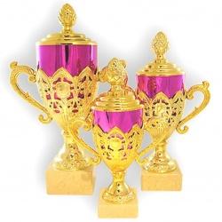 Кубок золотого цвета в форме яйцо фаберже